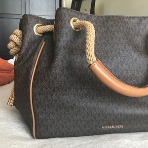 FLASH SALE Michael kors bucket bag leather